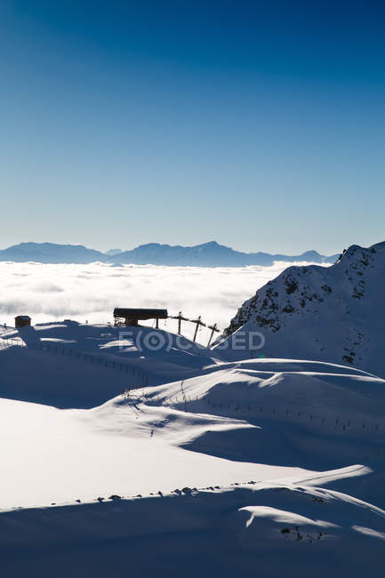 Silhouette of ski lift and snowy hills — Stock Photo
