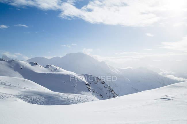 Montagne innevate nelle Alpi francesi, Francia — Foto stock