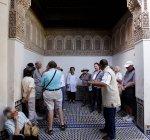 30. September 2010. Marokko, Marrakesch. Menschen in Bahia-Palast — Stockfoto