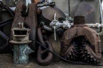 Tagesansicht verschiedener alter Maschinenteile — Stockfoto