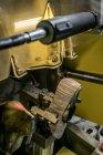 24 de novembro de 2016. Itália, Como, Lomazzo, Brunate fábrica de calçados. Sapato feminino em uma maquinaria — Fotografia de Stock