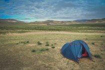 Подорожі намет в Тибеті краєвид — стокове фото