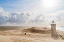 Leuchtturm in sandigen Düne Rubjerg Knude Leuchtturm, Dänemark — Stockfoto