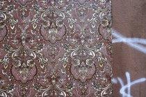 Ретро коричневий візерунка шпалери на стіні — стокове фото
