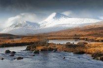 Шотландія нагір'я, гори і озеро — стокове фото
