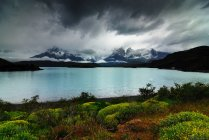 Storm clouds above lake, national park, torres del paine — Stock Photo