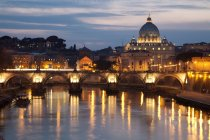 Rome petersdom building at night,  Papal Basilica of St Peter in Vatican, Tiber river — Stock Photo
