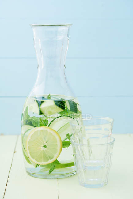 Glass jar with refreshing lime mint lemonade — Stock Photo