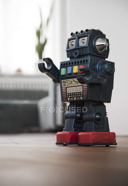 Retro Roboter Spielzeug Stock in Zimmer — Stockfoto