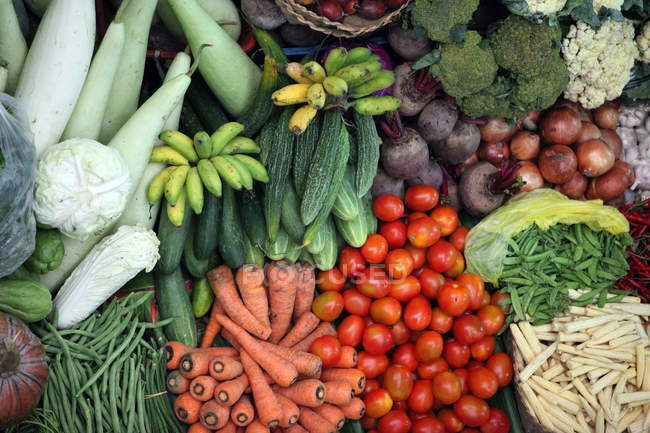 Full frame of various vegetables in market shop — Stock Photo