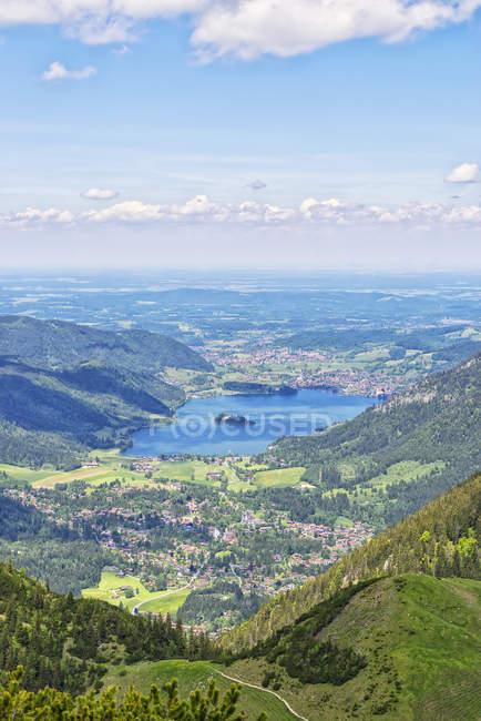 Alpes bavaroises, lac bleu dans les montagnes — Photo de stock
