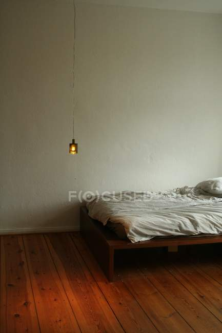 Hanging lamp in bedroom with bed — Stock Photo
