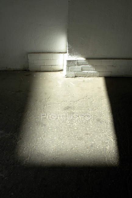 Building wall, concrete and bricks and floor with sunlight — Stock Photo