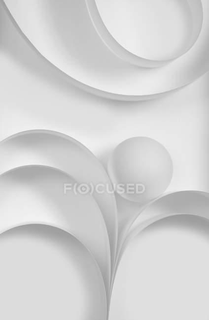 Rotonda bianca sfera e curva di forme e linee di fogli di carta — Foto stock