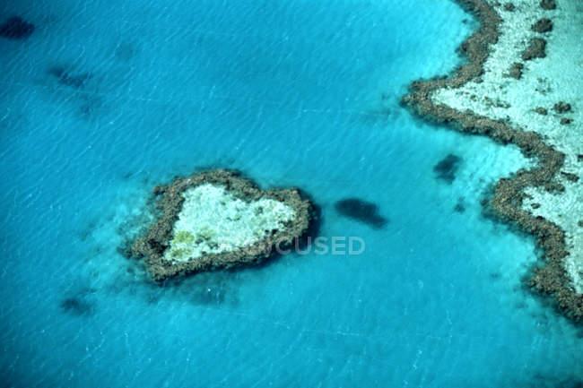 Grande barrière de corail d'Australie, l'île en forme de coeur — Photo de stock