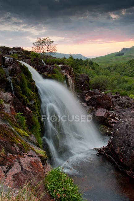 Flowing waterfall from mountain in Scotland — Stock Photo