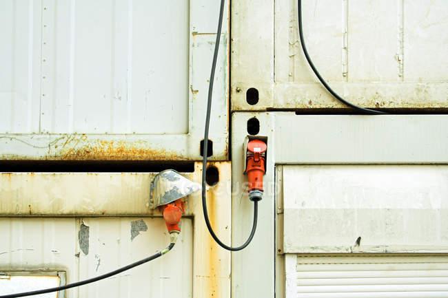 Connecteurs de l'usine électrique de câbles — Photo de stock
