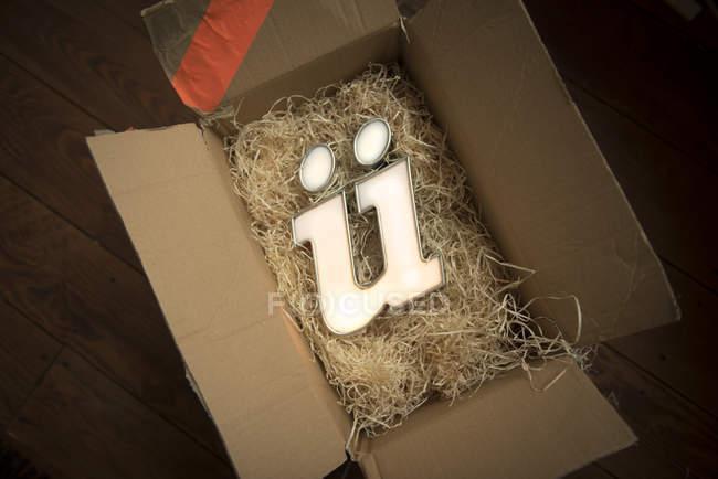 Типографіка, картонну коробку з німецького буква u з деревини вовни — стокове фото