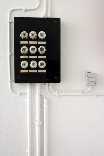 Parete con la scatola dei fusibili, server di switch di sicurezza — Foto stock