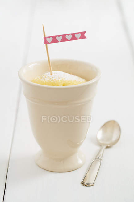 Кухоль торт в урожай Кубок сердець, з малюнком прапор — стокове фото