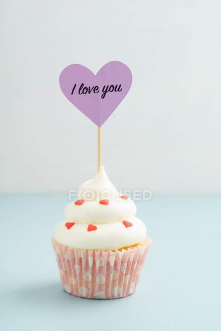 Dolce cupcake con i cuori, ti amo — Foto stock