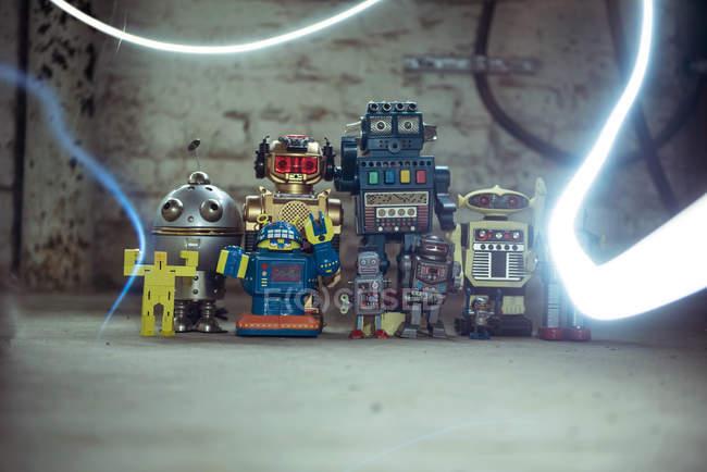 Robôs mecânicos, brinquedos retrô de infância — Fotografia de Stock