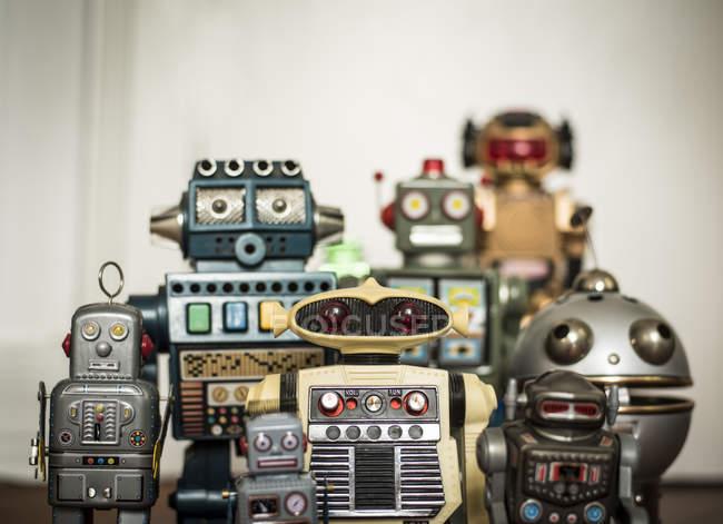 Jouets rétro de l'enfance, robots mécaniques — Photo de stock