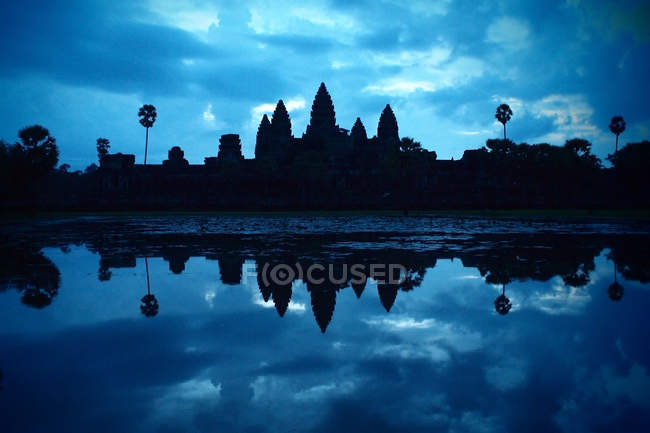Temple at lake water, angkor wat — Stock Photo