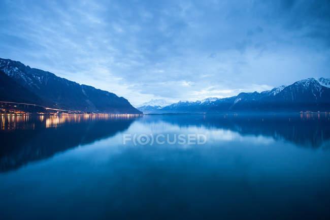 Suíça lago geneva à noite — Fotografia de Stock