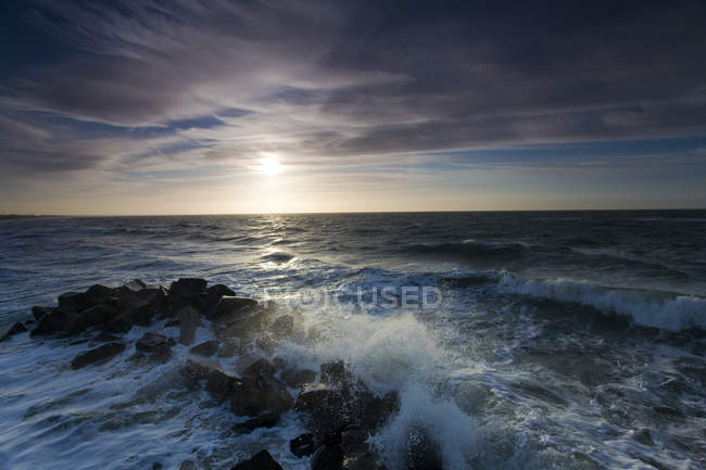 Stormy waves in ocean water and sunset sky — Stock Photo