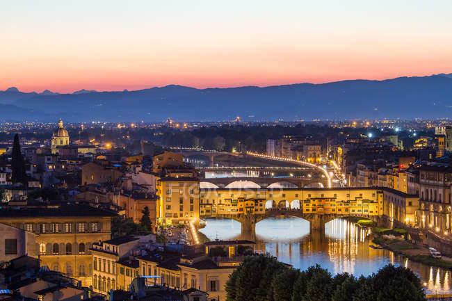 Cidade velha Florença, ponte vecchio ponte e rio — Fotografia de Stock