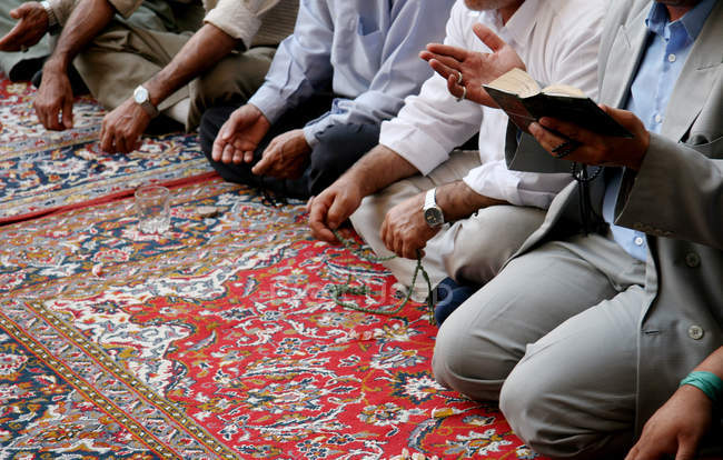 Islam, Muslim people praying on carpet — Foto stock