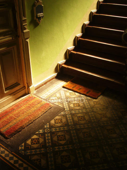 Staircase stairway in corridor of old fashioned house — Stock Photo