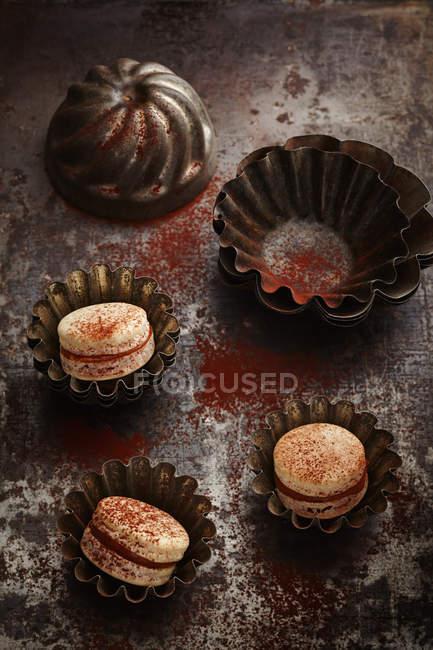 Кондитерські вироби тістечка, Шоколадний крем, пошарпаний шик, macarons — стокове фото