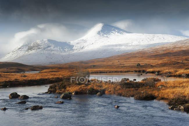 Scotland highlands, mountains and lake — Stock Photo