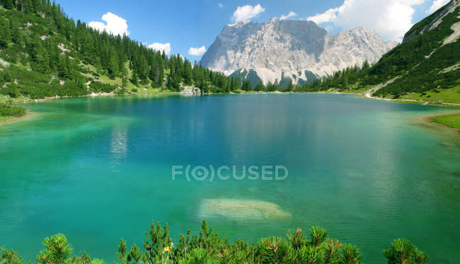 Mountains and blue lake water in Tirol — Stock Photo