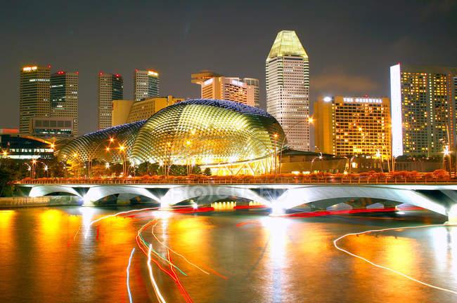 Nachtaufnahme von beleuchteten Singapur — Stockfoto
