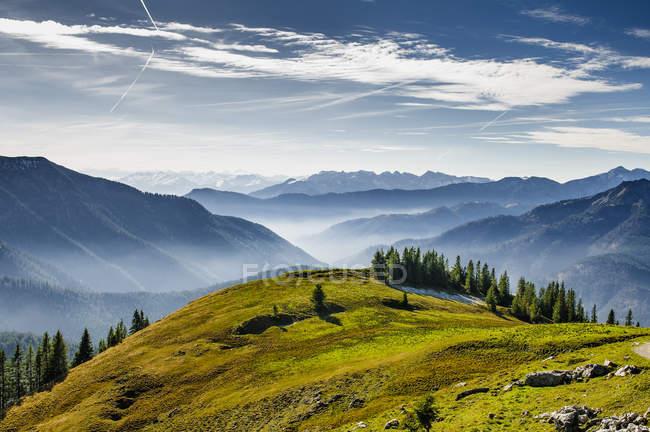 Cadeia de montanhas, montanhas de Mangfall e vale — Fotografia de Stock