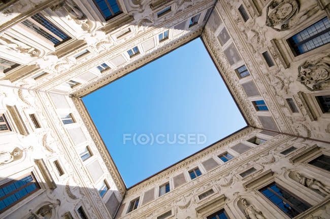 Low angle shot of house facade, perspective — Stock Photo