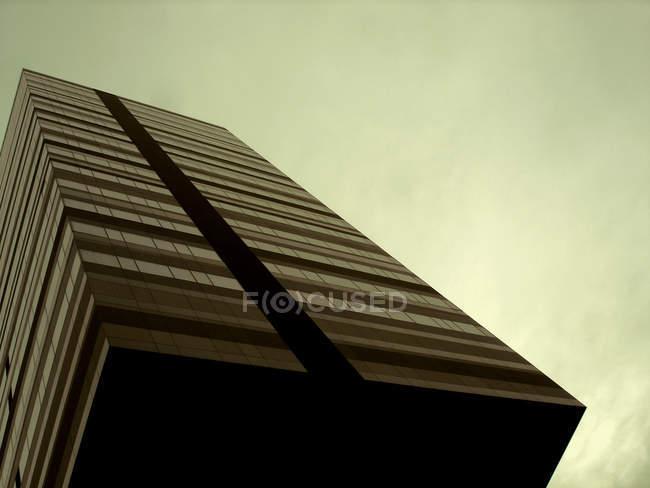 Офисное здание, геометрические небоскреб — стоковое фото