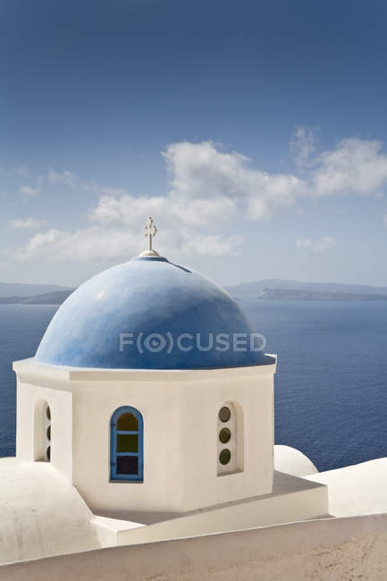 Cúpula de igreja na Grécia, santorini — Fotografia de Stock
