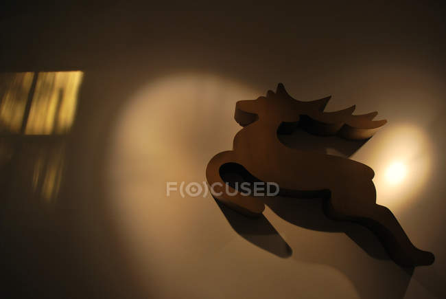 Wooden deer decor on wall, Christmas decoration — Stock Photo