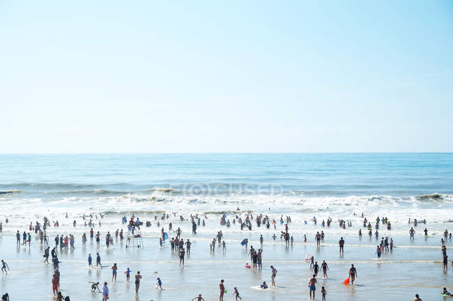 People on the beach at Atlantic ocean — Stock Photo