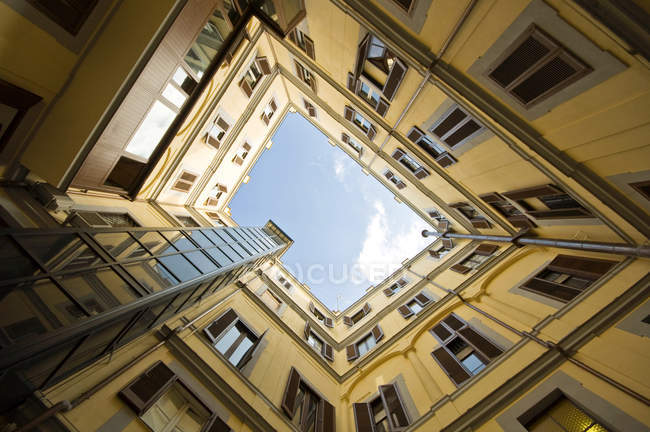 Low angle shot of yellow house facade, perspective — Stock Photo