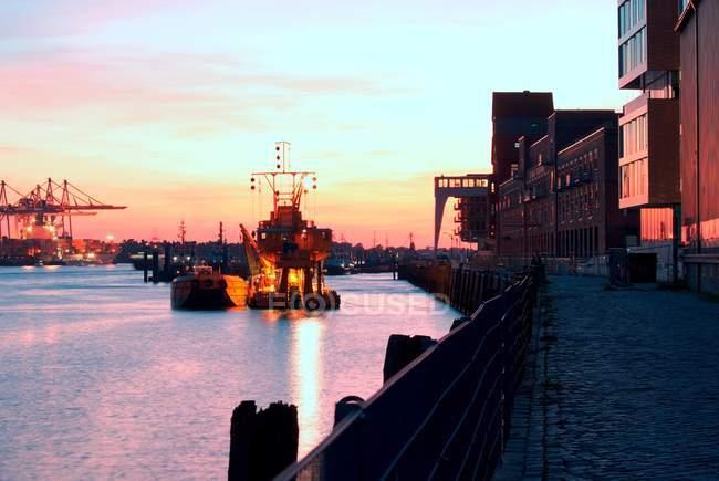 Гавані порту заходу сонця, контейнер — стокове фото