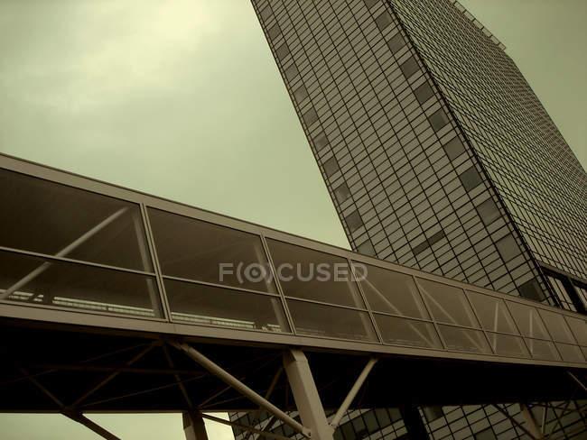 Facciata edificio moderno, grattacieli di vetro — Foto stock
