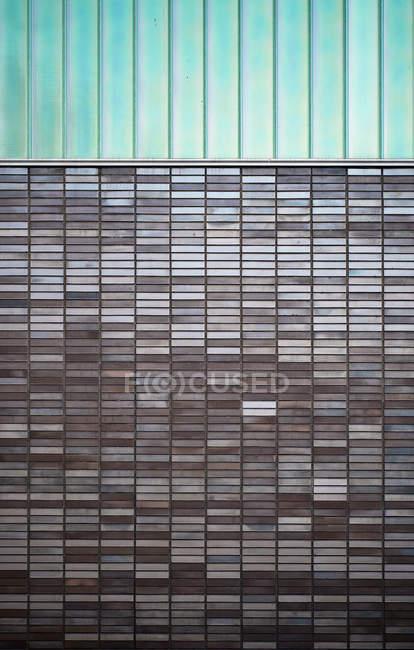 Pared de la arquitectura moderna con escoria - foto de stock