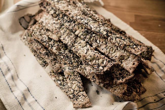 Crispbread підготовлені з насінь соняшника та гарбуза — стокове фото