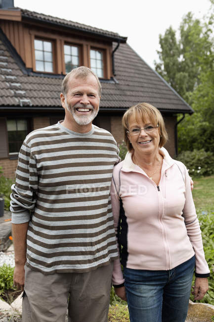 Portrait of happy senior couple in back yard — Stock Photo