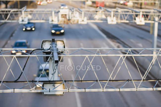 Перегляд конструкцій з камер спостереження над проїзної частини — стокове фото